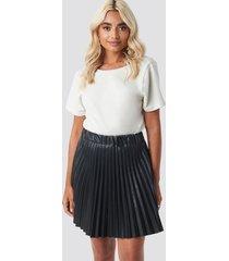 na-kd trend faux leather pleated mini skirt - black