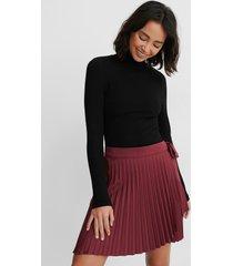 na-kd wrap pleated mini skirt - burgundy