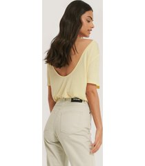 na-kd viscose deep back tee - yellow