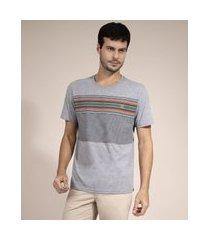 camiseta com estampa de listras manga curta gola careca cinza mescla claro
