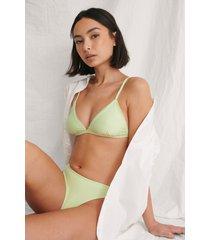 curated styles återvunnen bikinitopp med triangeldetalj - green