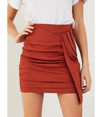 minifalda con dobladillo asimétrico fruncido de yoins