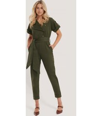 trendyol jumpsuit med bälte - green