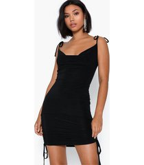 missguided slinky cowl ruched tie mini dress klänningar