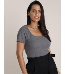 blusa feminina canelada manga curta decote reto cinza mescla escuro