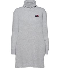 tjw badge mock neck dress knälång klänning grå tommy jeans
