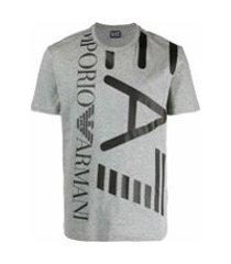 ea7 emporio armani camiseta com estampa ea7 - cinza