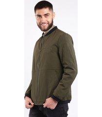 chaqueta impermeable verde para hombre cremallera y bolsillo laterales