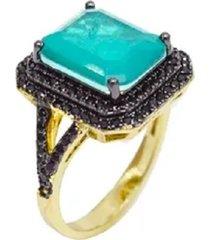 anel esmeralda pedra fusion cravejado com cristais zircônias negras e detalhe lateral banhado a ouro 18k
