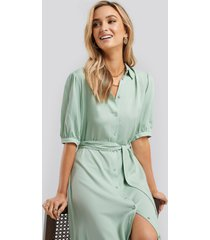na-kd puff sleeve belted midi dress - green