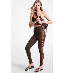 mk leggings in nylon elasticizzato con fettuccia con logo - cioccolato (marrone) - michael kors