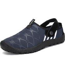 pantofole casuali calde resistenti allo scivolamento impermeabili del tessuto degli uomini di grandi dimensioni