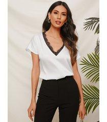 camiseta de satén con cuello en v y mangas cortas de encaje blanco de yoins