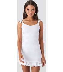 na-kd tie strap ruffle mini dress - white