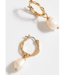 alayah pearl chain huggie hoops - pearl