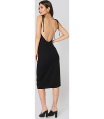 na-kd open back shift midi dress - black
