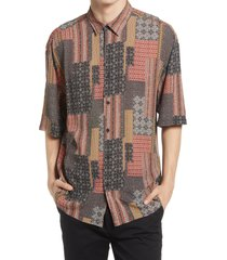 topman bandana print short sleeve button-up shirt, size medium in red multi at nordstrom
