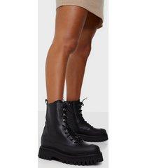 bronx bx 1651 groov-y flat boots