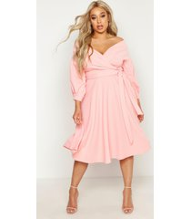 plus off shoulder midi wikkel jurk, koraalblush
