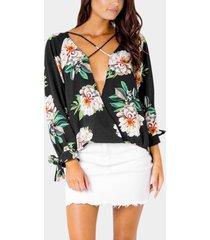 blusa de gasa con estampado floral al azar en negro