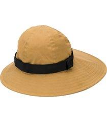 sacai chapéu assimétrico de algodão - neutro