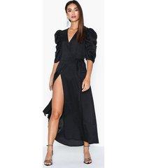 co'couture justin wrap dress maxiklänningar