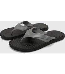 sandalia gris colore