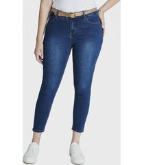 jeans pitillo con cinturon azul curvi