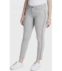 jeans pitillo con bordado en costados taupe curvi