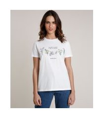 "t-shirt feminina mindset time to bloom"" com flores manga curta decote redondo off white"""