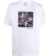 white and purple graphic print t-shirt