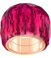 anillo swarovski nirvana, rojo, pvd en tono oro rosa
