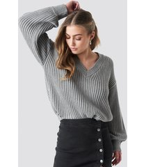 donnaromina x na-kd balloon sleeve v shape knitted sweater - grey