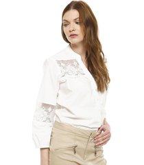 blusa con macrame blanco gouache