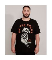 "camiseta de algodão plus size on the rocks"" drink manga curta gola careca preta"""