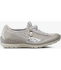 skor med silverdetaljer