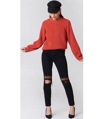 na-kd ripped knee flame embroidery jeans - black