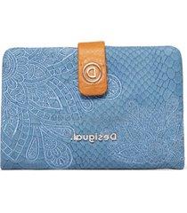 billetera hela azul desigual