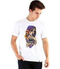 camiseta ouroboros manga curta a bruxa masculina