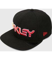 gorra negro-rojo oakley 6 panel gradient hat