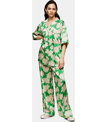 *green floral print pants by topshop boutique - green