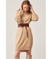 camelowa sukienka oversize z wełny i kaszmiru