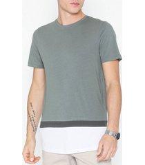premium by jack & jones jprnathan bla. tee ss crew neck pre t-shirts & linnen mörk grå