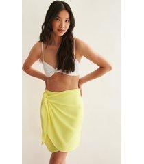 na-kd trend minikjol med sarongknyt - yellow