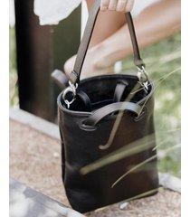 mochila negra  mulher  emma