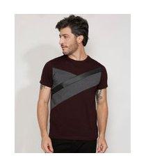 camiseta masculina slim com recortes em cirrê manga curta gola careca vinho