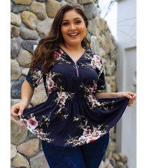 plus blusa con cuello en v y estampado floral al azar en azul marino