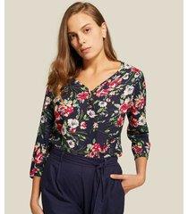 blusa en plano manga 3/4 y botones en escote
