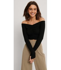 na-kd off shoulder-topp - black