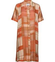 key dress check knälång klänning orange holzweiler